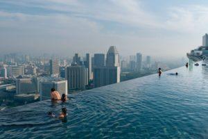 infinity-edge-pool-marina-bay-sands-singapore